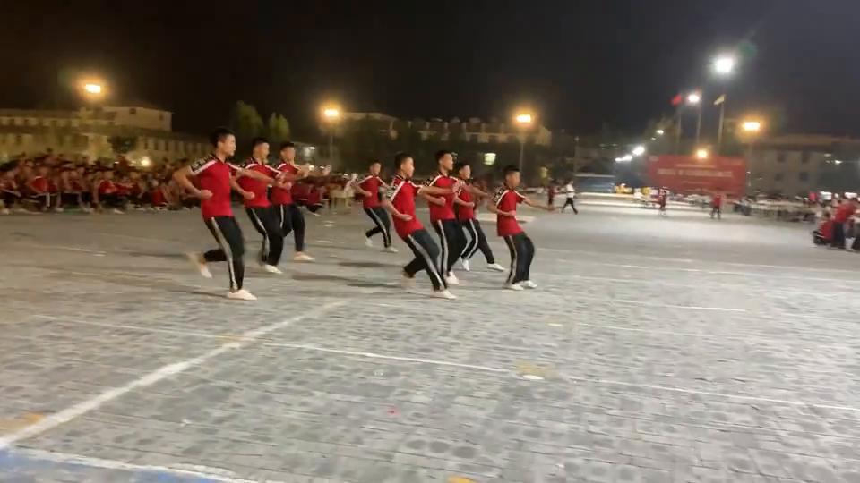 塔沟武校夏运会:塔沟学员表演广场武,完爆公园的广场舞