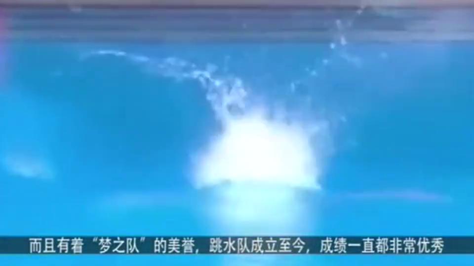 中国跳水女运动员逆天的一跳,不看回放真不知道有水花呢