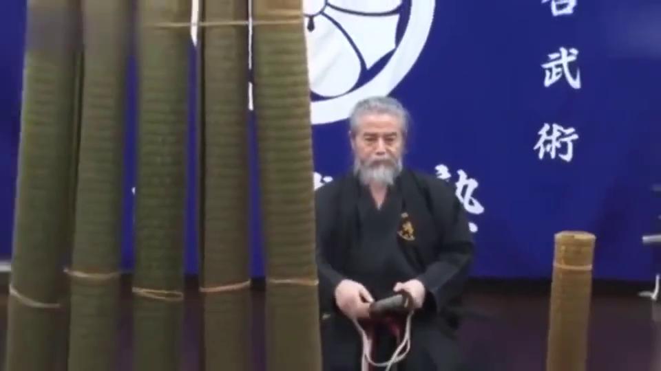 演武拔刀术,练刀35年,姜还是老的辣