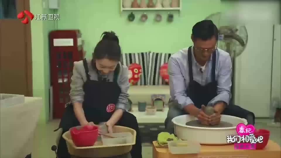 余文乐太会撩妹,带周冬雨去玩陶艺,一下拉近距离!