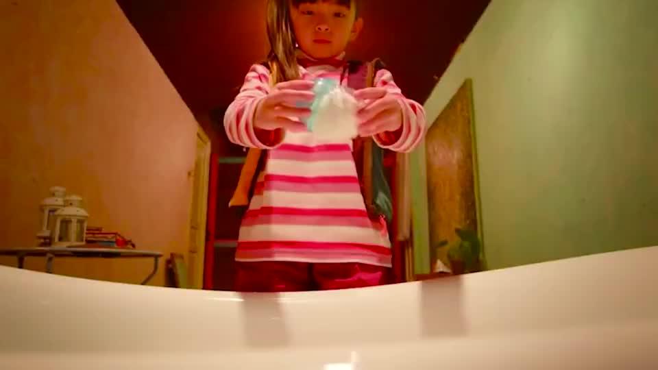 小女孩意外发现哥哥扭蛋机,从此过上了拥有哥哥的快乐生活
