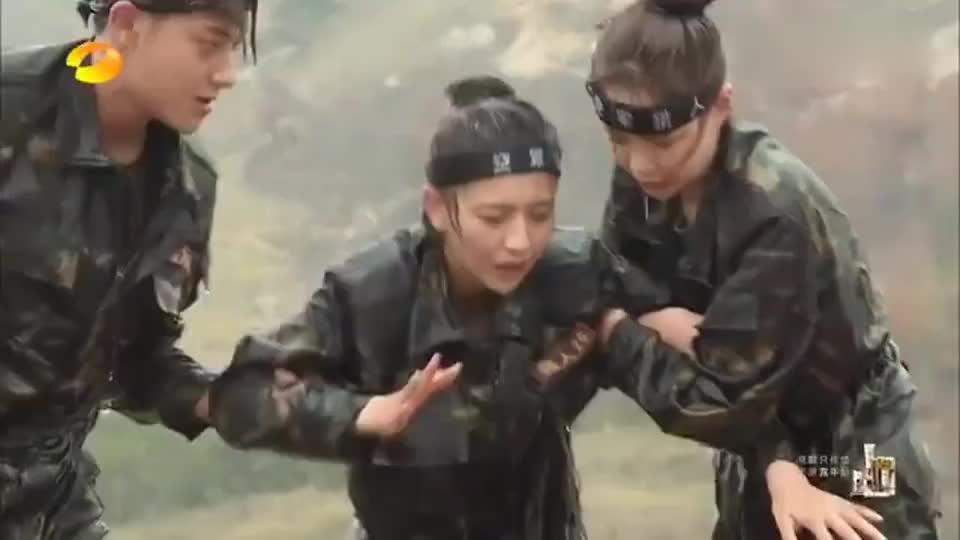 佟丽娅受不了训练,当场崩溃痛哭,杨幂的表情亮了!