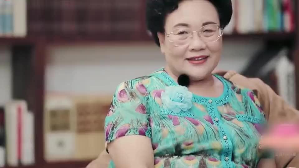 秦昊妈妈摆了个美人鱼的造型,钟丽缇婆婆吐槽:胖头鱼