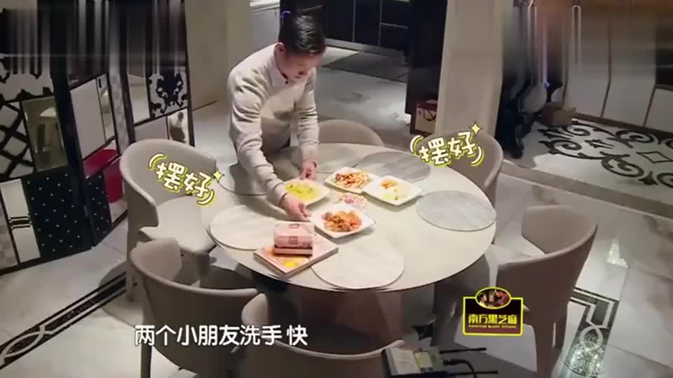 伊娃嫌自己胖不想吃饭,杨威很会哄小孩瞬间搞定伊娃,太可爱了