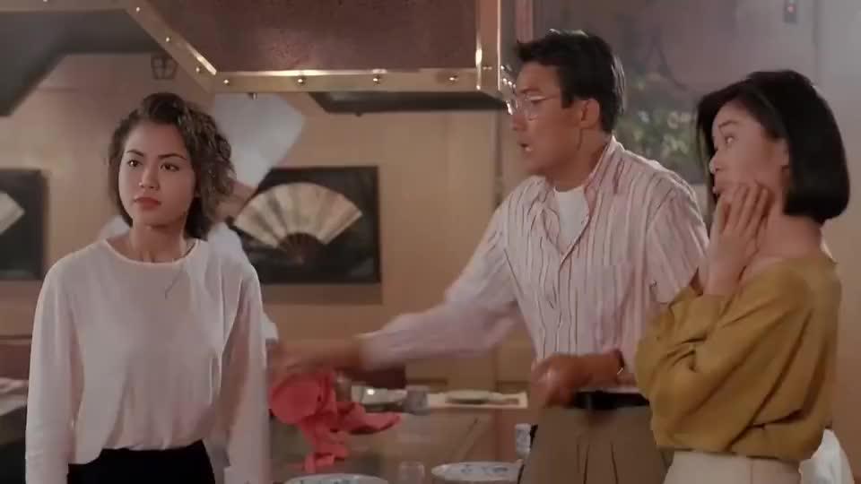 梁家辉和美女吃了一桌海鲜,梁家辉高情商,一句话实现绅士买单