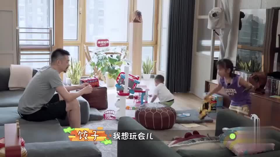 吴中天问小女孩:你今天之后会想要一个弟弟吗