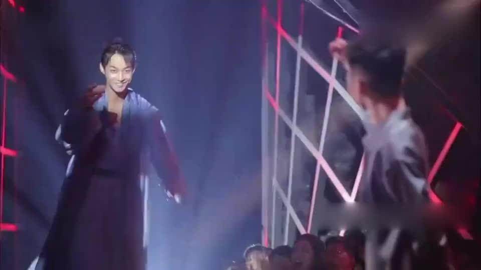 舞蹈风暴:史上最仙男孩亮相,一只古风舞蹈,空中技巧接踵而至!