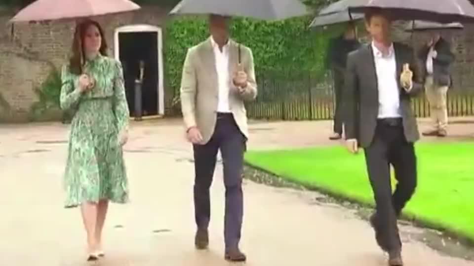 不愧是凯特王妃,这么土的碎花裙,都能穿出时尚感!