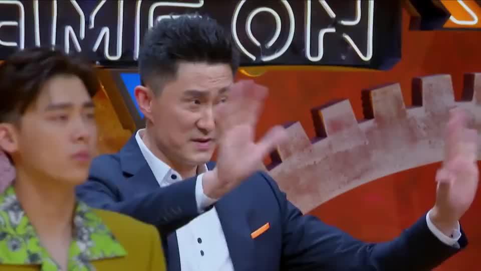 我要打篮球:铁牛严防赖宇航被判犯规,邓伦急了