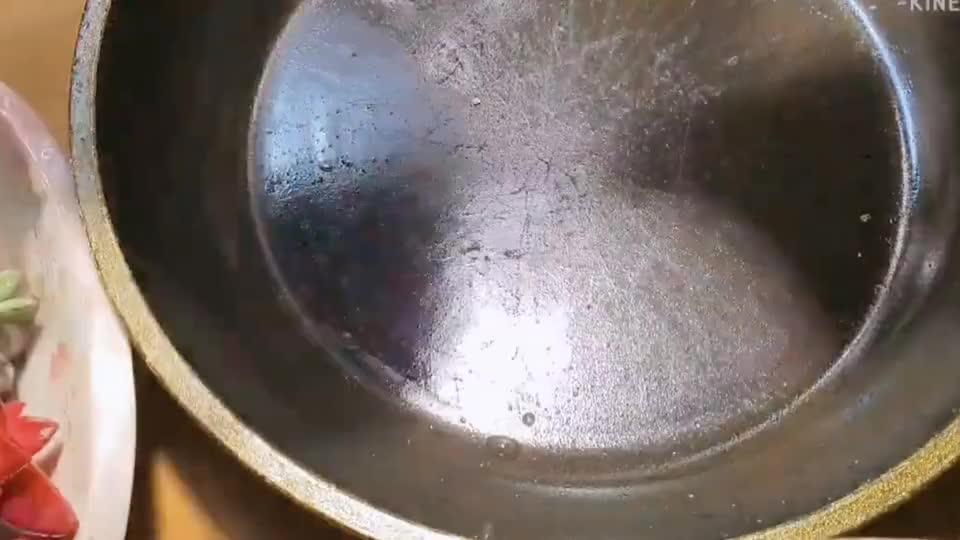 多肉手作这样玩最创意,平底锅不仅可以敲头还可以用来种多肉!