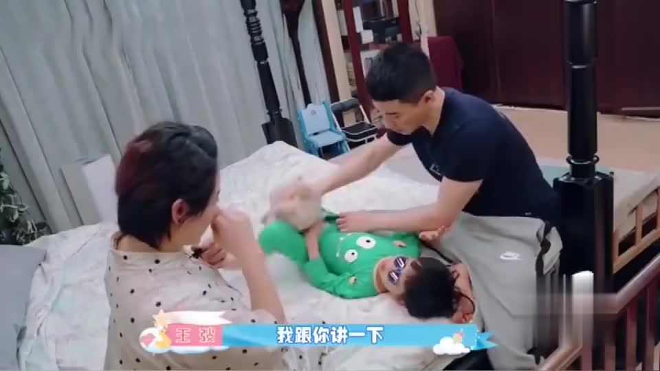 王弢教育方式太新颖,让儿子实操生产过程,一旁刘璇笑翻了!