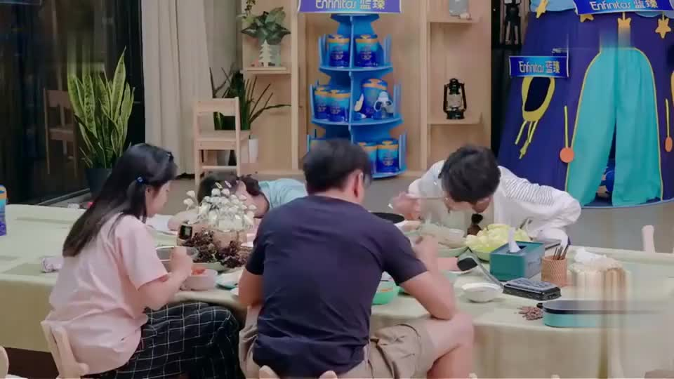 谭松韵喜欢吃火锅,家里真的开了火锅店,关店理由也太朴实了
