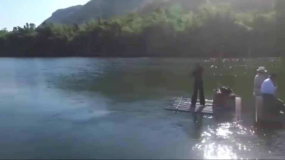 三面娜迦:蛇贩前世得罪娜迦蛇后,青蛇在河上起漩涡要把他拖下水