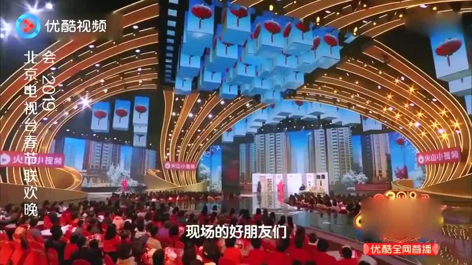 文松贾冰上演《财神驾到》,包袱一个接一个,台下观众笑疯了!