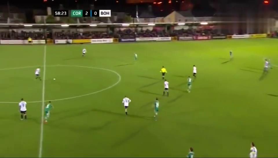 爱尔兰足协杯波希米亚人队球员莫里斯对阵科克城的惊世重炮破门!