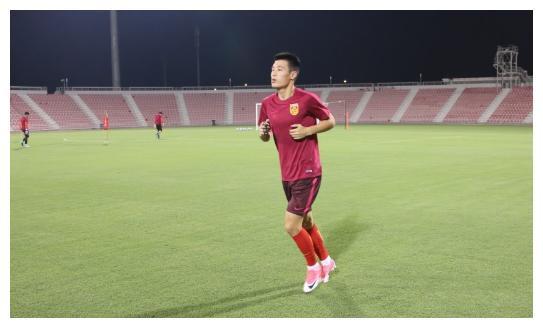 武磊跑步离开球场时遭到对手推搡,差点造成冲突,对方言语过分