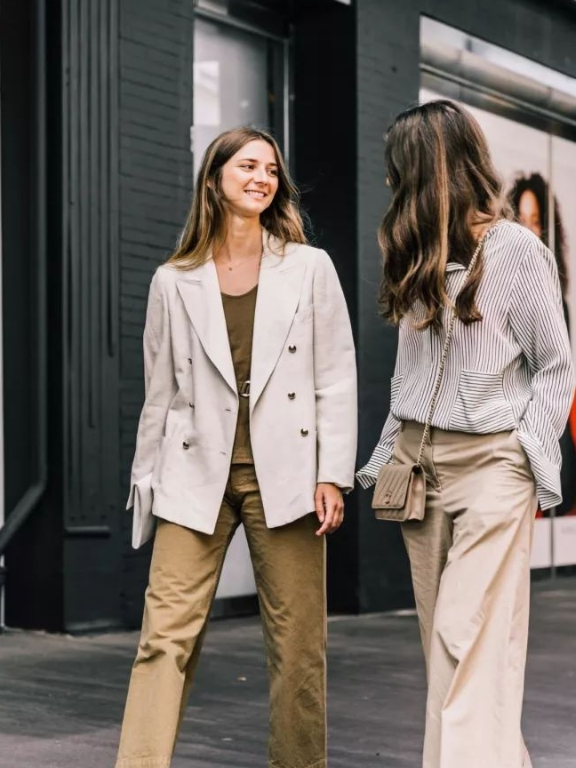学会职场女性的穿搭技巧,整体风格干练舒适显气质