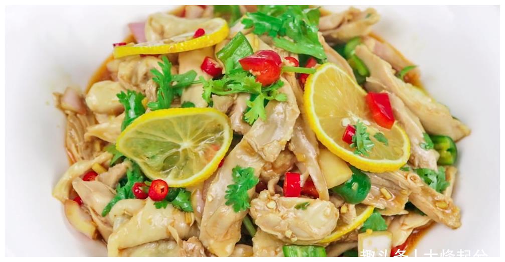 麻辣柠檬手撕鸡,肉质鲜嫩又入味,清爽开胃解腻,经常吃很过瘾