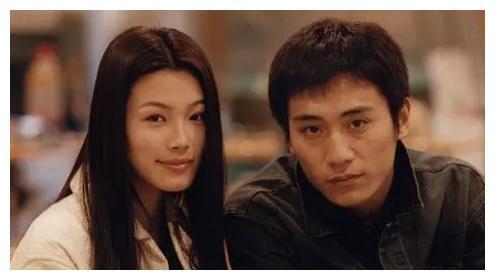 她曾与刘烨合作经典,如今超模颜秒变硅胶脸,面部僵硬肿胀不敢认