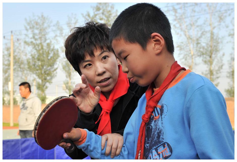 47岁邓亚萍身价过亿,住千万豪宅,14岁儿子基因强大,名字有寓意