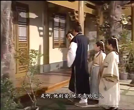 封神榜:哪吒向娘亲殷十娘哭诉,女娲庙里有很多鬼吓坏他了!