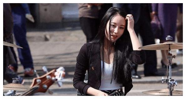 """韩国不入流18线女星,来中国后被捧成""""最美鼓神"""",今在酒吧捞金"""