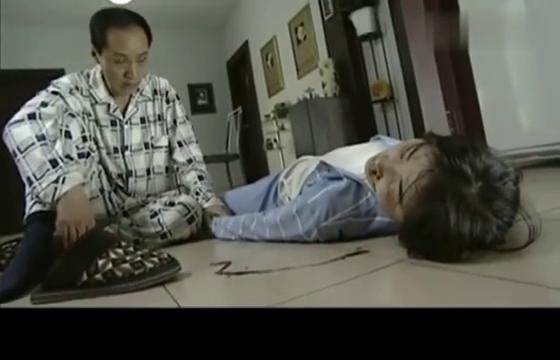 不要和陌生人说话:梅湘南倒地不起,安嘉和慌神,紧急送往医院