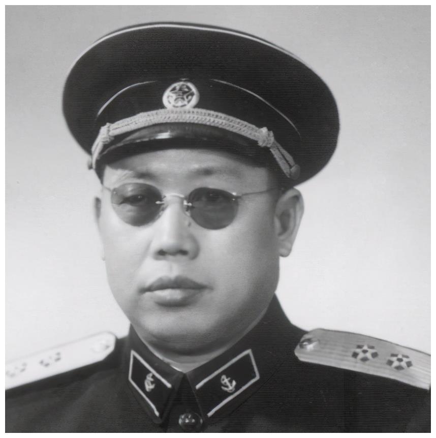 他是独目王牌军长,林彪手下爱将,率部从东北一直打到海南岛