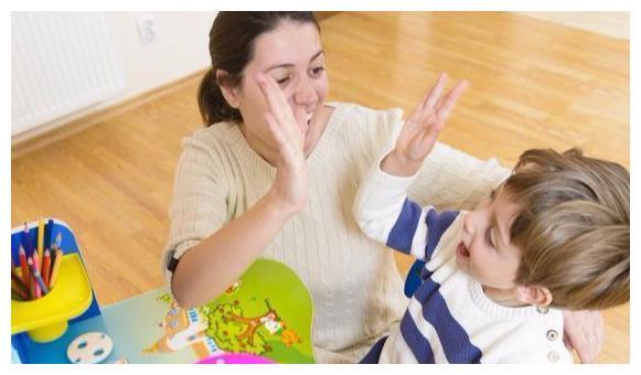 """孩子越夸越脆弱?学真正的""""赏识教育"""",助娃养出成长型心理定向"""
