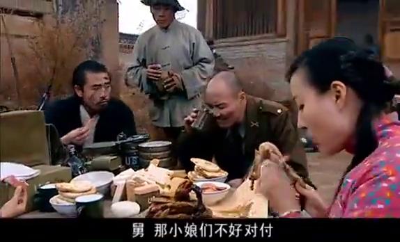 迎春花:反动派把明生带出来问物资的下落,王镯子还让他吃鸡