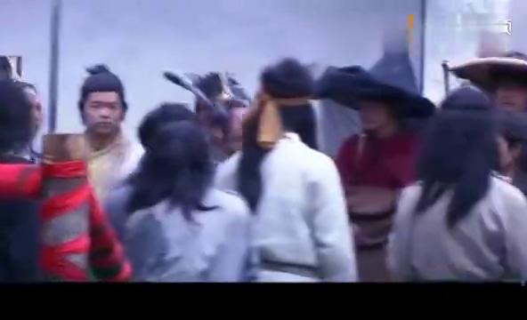 洪七公被推选为武林盟主,不料高手金轮大王前来踢馆,众人愣了