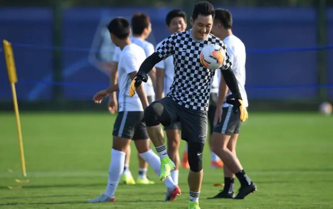 中超联赛第十三轮石家庄永昌对阵重庆当代,重庆队球员备战比赛