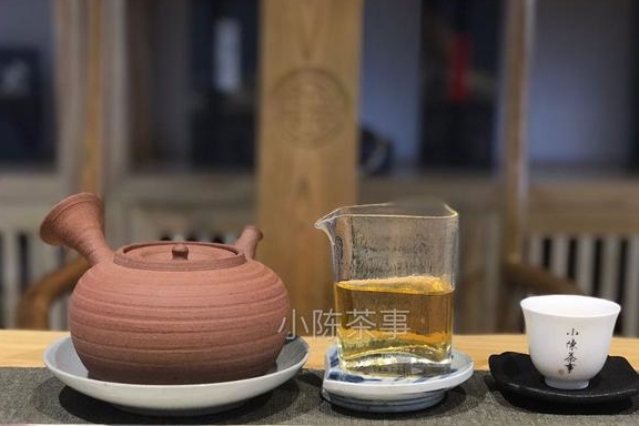 煮白茶用哪种茶壶好?紫砂壶、陶壶、银壶还是玻璃壶?