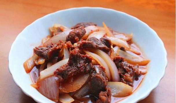 美食推荐:青椒腊肉,虾仁炒鸡蛋,煎茄子,洋葱炒鸭片的做法图1