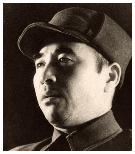 """林彪的战时侧影:吃喝不如警卫员,拿砒霜当药吃,地图是""""最爱"""""""