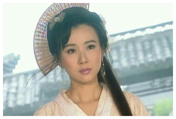 52岁萧蔷穿紧身衣在家健身,火辣身材吸睛,台湾第一美女至今未嫁