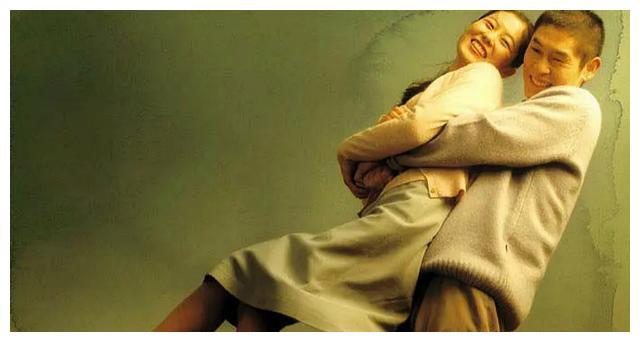 薛景求、文素利主演的电影《绿洲》:紧紧拥抱彼此的绿洲