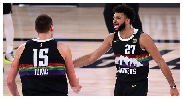 NBA复赛继续进行。今天凌晨的一场比赛,快船和掘金的G6大战一触即发