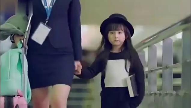 女儿第一次回国,袁姗姗全程给雷佳音当翻译