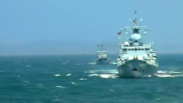 天生要完美:看到飞机大炮舰艇,大伙嚷嚷着要参与演习