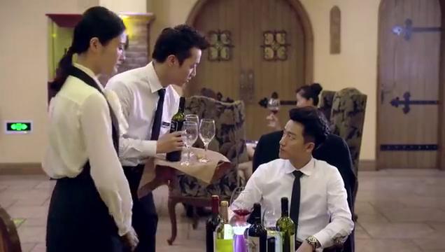 亲爱的翻译官:美女把红酒倒在总裁衣上,总裁生气:加点白葡萄酒