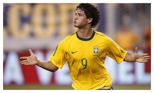 12年前23岁的他与巴西群星斗法,却因耽误治疗成国足的遗憾!