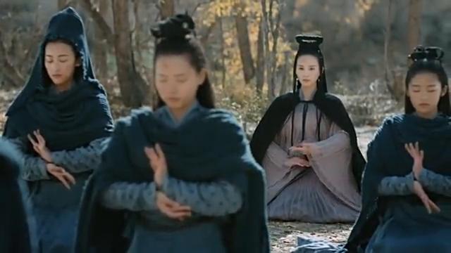 巫女的灵力受到禁制,女子利用芙蓉石,帮助她们恢复灵力