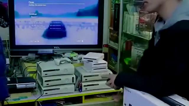 小爸爸:文章攒钱给儿子买游戏机,土豪舅舅先买,文章大怒!