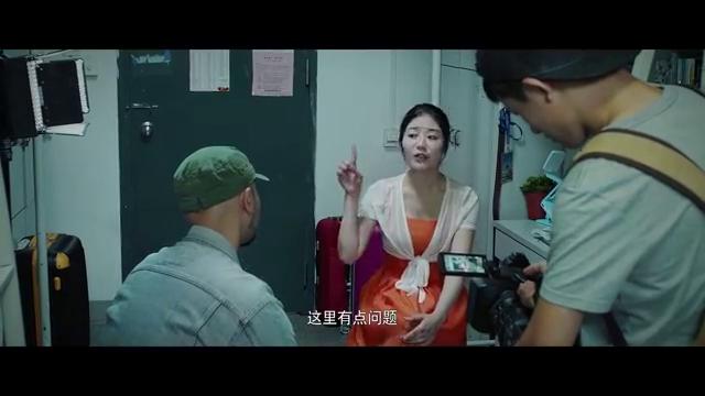 影视:美女自称能看见鬼,栏目组采访她,不料她却把记者赶了出去
