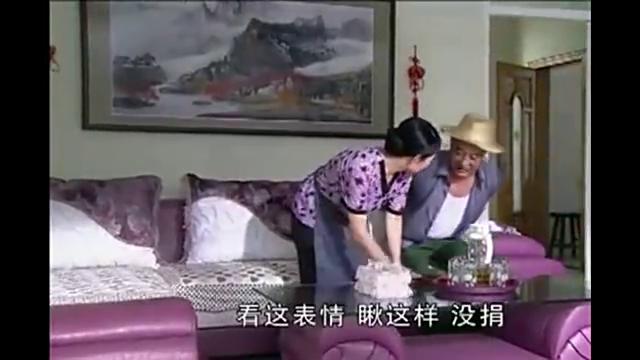 赵四捐款2万元,回家后和老婆一顿装!