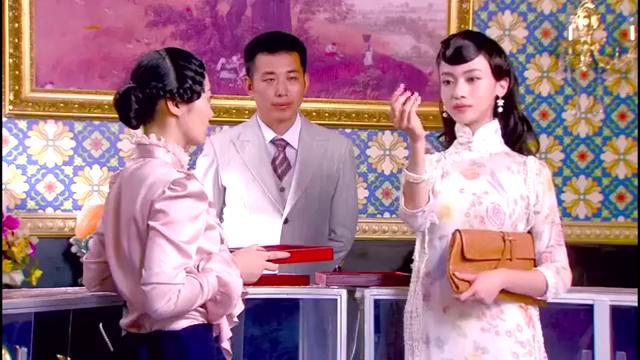 烽火佳人:心机女抢下红宝石,让佟毓婉带粉红色,大太太怒了
