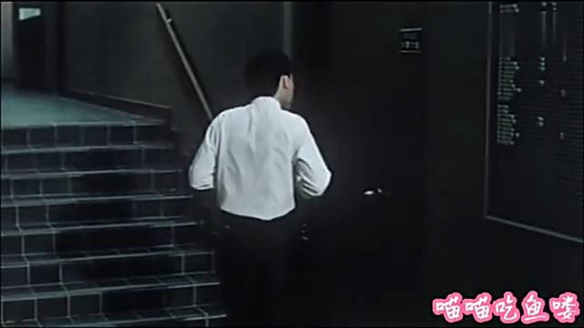 小胖子告诉舅舅外面有鬼,男子不相信,一开门看见死去的同事。