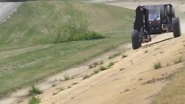 会变形的轮胎见过没三脚轮和圆形轮随意换,沙漠冰原都不怕!