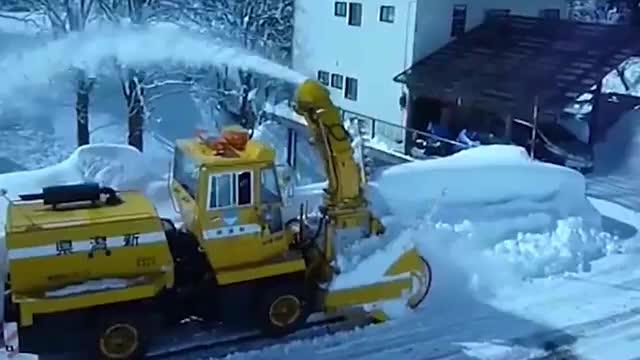 风雪灾害紧急疏通中, 奇妙的道路机械, 努力工作现场